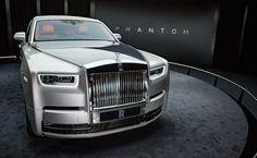 Rolls-Royce has unveiled the 2018 Rolls-Royce Phantom. Here are the Rolls-Royce Phantom live images giving a close look at its exterior & interior. Auto Rolls Royce, Voiture Rolls Royce, Cadillac Eldorado, Cadillac Escalade, Bugatti Veyron, Supercars, New Rolls Royce Phantom, Private Jet, Future Car