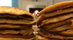 BANANPANNEKAKER:En fin måte å bruke opp brune bananer på.  FOTO: TV 2 Snack Recipes, Healthy Recipes, Snacks, Healthy Food, Omelette, Scones, Hamburger, Pancakes, Sandwiches