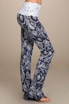 So Pretty! These paisley print yoga pants have a lace trimmed band are as cute…