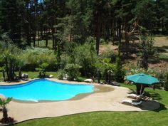 Una vivienda de San Rafael acoge esta preciosa piscina de arena realizada con nuestro sistema patentado y exclusivo NaturSand de arena compactada. No mancha, no resbala y no quema. El paraíso ideal para una familia.