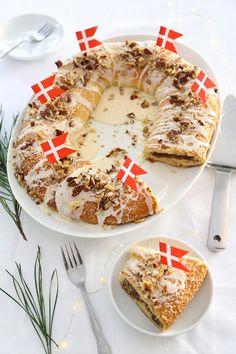 Old Danish Christmas Kringle Recipe (Dansk Smørkringle) //Sprinkle Bakes Christmas Desserts, Christmas Treats, Christmas Baking, Christmas Tables, Danish Cuisine, Danish Food, Pastry Recipes, Baking Recipes, Dessert Recipes