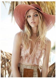 Sasha Pivovarova is a lady in pink.