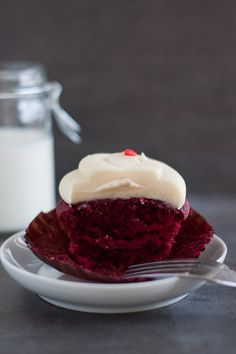 Georgetown Cupcake's Red Velvet Cupcake /// Quite nice with the suggested buttermilk and the generous icing. Not as amazing as I'd expected though, this being their most sold cupcake.