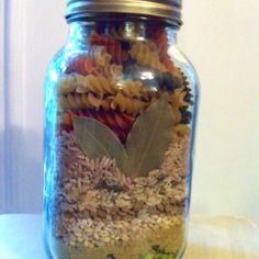 Beefy noodle soup mix in a jar! Very hearty and yummy! Dry Soup Mix, Soup Mixes, Spice Mixes, Jar Gifts, Food Gifts, Mason Jar Mixes, Mason Jars, Canning Recipes, Jar Recipes
