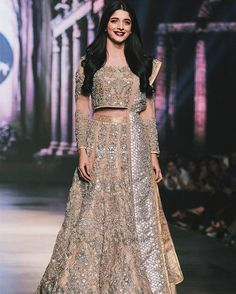 Loved the bridal couture ft. at the 1st day of #bcwgold! One of my favs from today was this pretty lengha by @erumkhancouture | #thebrowngirlguide | (image via @movieshoovy)  #mawrahocane #erumkhan #pakistanifashion #indianfashion #f4f #desicouture #desifashion #follow #l4l #indianweddings #desiweddings #pakistaniweddings #pakistanibrides #indianbrides #indian #like #lb #pakistan #pakistani #lollywood #bollywoood #desi #fashion #style  #vogue #couture #makeup #hair by thebrowngirlguide_