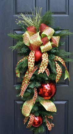 Kerststukken voor aan de deur