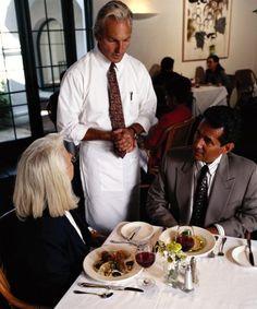Если хочешь узнать человека - посмотри как он общается с официантами.