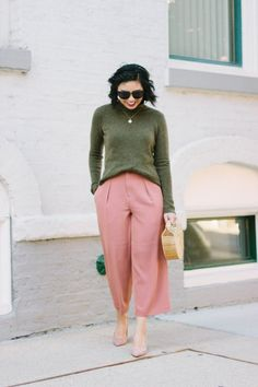 80s And 90s Fashion, Fall Fashion Outfits, Autumn Fashion, Green Outfits For Women, Pink Outfits, Olive Green Pants Outfit, Pink Pants, Blush Outfit, Olive Clothing