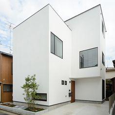 和みの家 Architecture Board, Japanese Architecture, Exterior Wall Design, Interior And Exterior, Small Living Room Design, Living Room Designs, Compact House, Luxury Decor, Building A House