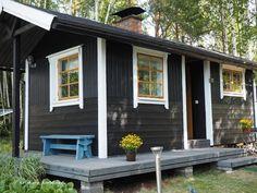 Meidän mökki ja kaupunkikoti Building Plans, Building A House, Building Ideas, Cozy Cottage, Cottage Style, Small Tiny House, Backyard Buildings, Cottage Exterior, Tiny Cabins