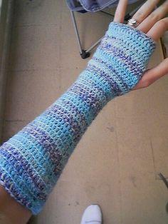 fingerless glove striped by mooncobress, via Flickr free crochet  pattern 4 ply sock yarn