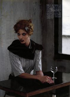Linda Dans la Vestiaire des Hommes - Elle France (2003) Model: Linda Evangelista