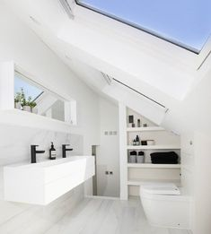 How to maximise the space, and create an incredible futuristic bathroom. This from visionarylofts is bright, sleek and beautiful. Beach House Bathroom, Loft Bathroom, Upstairs Bathrooms, Ensuite Bathrooms, Simple Bathroom, Bathroom Renovations, Loft Conversion Wardrobes, Loft Conversion Dressing Room, Attic Conversion Bedroom