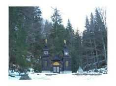 This beautiful wooden chapel with two typical Russian bell towers is Ruska Kapelica - The Russian Chapel, is located by the Vrsic mountain pass road, and surrounded by graves of Russian soldiers