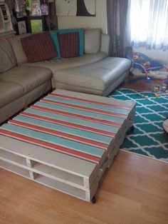 Colorful DIY Pallet Coffee Table | 101 Pallets