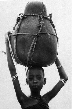 Africa |  Orma Girl With Kibuyu On Head, 1967/68 | © Mirella Ricciardi, Vanishing Africa collection
