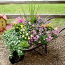 Decorar-o-seu-jardim-com-uma-carroça-e-flores-10