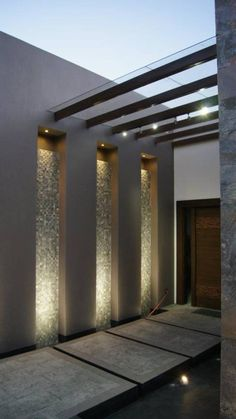 Modern house entrance with great lighting from Even though ancient within idea, the pergola Design Exterior, Door Design, Home Interior Design, Design Dintérieur, Design Ideas, Lobby Interior, Modern Exterior, Design Concepts, Patio Design