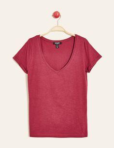 tee shirt basic col V bordeaux - http://www.jennyfer.com/fr-fr/vetements/tops-et-tee-shirts/tee-shirt-basic-col-v-bordeaux-10010059022.html