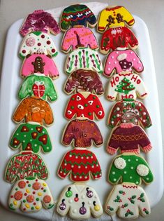 Ugly Christmas Sweater Party Ideas For Adults - VCDiy Decor And More : Ugly Christmas sweater party ideas for adults. Get food, games, and decoration ideas for kids and adults for your diy ugly Christmas party. Christmas Sugar Cookies, Christmas Sweets, Christmas Goodies, Holiday Cookies, Christmas Baking, Christmas Holidays, Decorated Christmas Cookies, Gingerbread Cookies, Easy Christmas Cookies Decorating