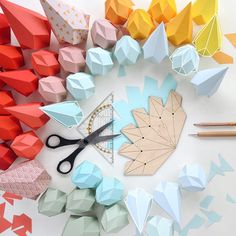 Pin by centophobe on wall paper & wall art diy paper, paper Diy Origami, Origami Paper, Diy Paper, Paper Crafting, Kirigami, Crafts For Teens, Craft Projects, Crafts For Kids, Paper Wall Art