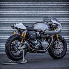 dropmoto: Dat ass. Triumph Thruxton R cafe racer...