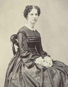 CDV PHOTO OF A LOVELY YOUNG LADY