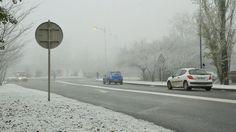 """Certaines régions allant de l'ouest au nord de la France ont été recouvertes de neige """"industrielle"""" ou """"urbaine"""" ce samedi. Explication de ce phénomène dû à la pollution."""