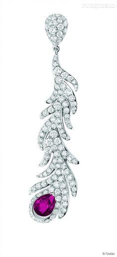PHOTOS - Boucle d'oreille King & Queen en or blanc, diamants et rubis de Qeelin.