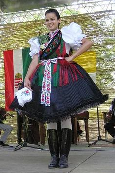 Viseletes szépségverseny Folk Costume, Costumes, Folk Clothing, Folk Dance, Popular, Traditional Dresses, Hungary, Harajuku, Ball Gowns