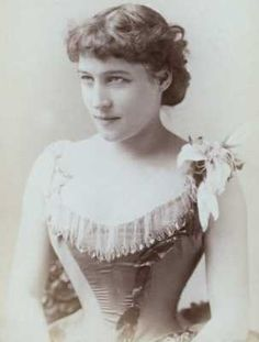 Lilly Langtry, British born stage actress who toured the west and settled in California Old Photos, Vintage Photos, Royal Family History, Lillie Langtry, Queen Victoria Prince Albert, Victorian Portraits, Brave, Vintage Burlesque, Marilyn Monroe Photos