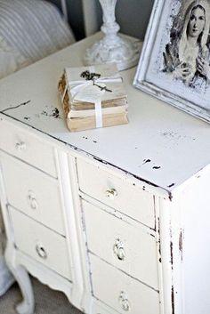 Shabby chic bedroom idea #3 - fashionabl…