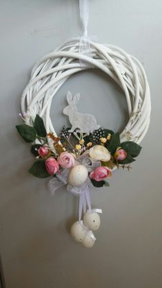 Spring Wreath Ideas The Effective Pictures We Offer You About hello spring wreaths A quality picture Easter Flower Arrangements, Easter Flowers, Floral Arrangements, Diy Spring Wreath, Diy Wreath, Wreath Ideas, Easter Wreaths, Christmas Wreaths, Willow Wreath