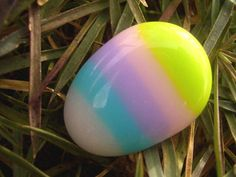 Fused Glass Easter Egg Pin by TickleTickle on Craftster GLASS CRAFTS