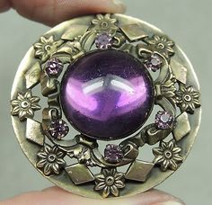 STUNNING GAY 90'S BUTTON W/ AMETHYST GLASS JEWEL & FACETED ACCENT STONES   METAL
