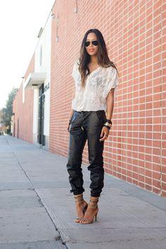 calca couro preta blusa branca