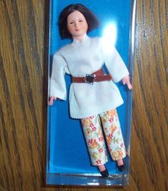 Puppenstubenpuppe, Miniatur 1:12, Caco (Canzler), junge, moderne Frau in Spielzeug, Puppenstuben & -häuser, Puppen | eBay