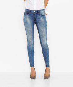 Macht einfach überall gute Figur  die Super Skinny von Levis®: Eine Jeans, die super aussieht und eine fantastisch elastische Passform bietet. Das Geheimnis: Der Materialmix aus 55% Baumwolle, 35% Modal, 8% Polyester und 2% Elastan, der dafür sorgt, dass sich Style und Kontur perfekt ergänzen. Etwas zum Anziehen und anziehend sein....