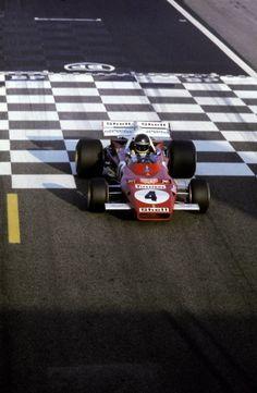 Jacky Ickx (BEL) Ferrari retired on the fourth lap with a blown engine. Bugatti, Maserati, Porsche 991, Mario Andretti, F1 Racing, Drag Racing, Karting, Ford Capri, Formula 1