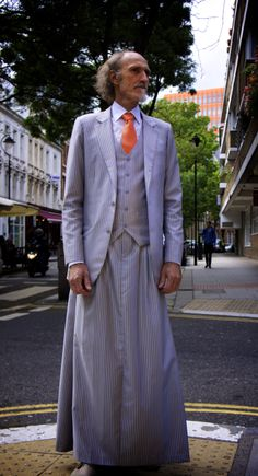 072 The skirtsuit on the street. This version with a skirt. Pleated Skirt, Dress Skirt, Shirt Dress, Androgynous, My Outfit, Lgbt, Men Dress, Nice Dresses, Looks Great