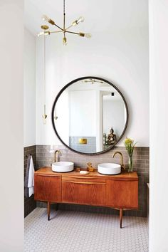 Minimalist vintage bathroom - Design duo Nicemakers have turned this classic but worn Dutch townhouse on Amsterdam's Amstel River into a vibrant family home. By Marc Heldens. Photographed by Alan Jensen. Retro Home Decor, Interior, Cheap Home Decor, Home Decor, House Interior, Bathroom Interior, Interior Design, Bathroom Decor, Beautiful Bathrooms