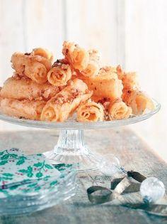 Παραδοσιακές δίπλες με καρύδια και μέλι #δίπλες Party Desserts, Camembert Cheese, Cereal, Dairy, Breakfast, Food, Morning Coffee, Eten, Meals