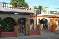 Huis in La Boca, Cuba. Our casa particular is located at just 20 meters from Playa La Boca. We have a nice house with private entrance to 3 ventilated rooms, air conditioning, hot/cold water and private bathrooms. There's a garage and several terraces for your enjoyment...