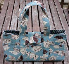 Amy Butler's Sanibel Bag - no pattern/tutorial; has measurements and detailed pics