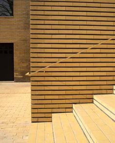#villacavrois #lille #lillemaville #igerslile #minimal #minimalist #minimalism #minimalismo #minimalismodern #yellow #jaune #croix #stairs #escalier #brique #color #couleur #geometrie #geometric #geometrica #ligne #line