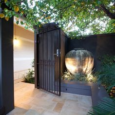 Nedlands Tropical Garden – Cultivart Landscape Design Source by nickgardenguy Small Courtyard Gardens, Small Courtyards, House With Courtyard, Outdoor Rooms, Outdoor Living, Outdoor Decor, Modern Landscaping, Backyard Landscaping, Landscaping Ideas