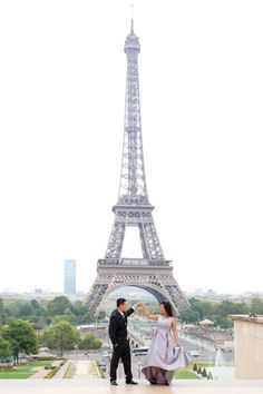 I'm a professional photographer in Paris specialized in romantic photoshoot in Paris. You can book, enjoy the experience and get amazing photos! Anniversary Photography, Couple Posing, Professional Photographer, Proposal, Decoupage, Cool Photos, Tower, David, Romantic