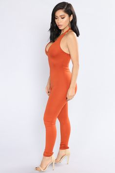 Curve Dresses, Women's Dresses, Halter Jumpsuit, Swimsuits For Curves, Curvy Girl Outfits, Hot Miami Styles, Curves Clothing, Great Legs, Miami Fashion
