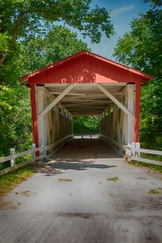 Everett Road Covered Bridge, Cuyahoga Valley National Park, Ohio- so many stories from here! Ohio State Parks, Old Bridges, Old Barns, Covered Bridges, Country Scenes, Countryside, Paths, Places To Go, National Parks