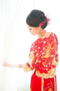 Red blooms adorn this @Mandy Dewey Seasons Hotel Macao, Cotai Strip bride's effortless up-do.